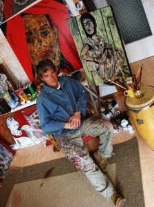 L'artiste dans sa galerie